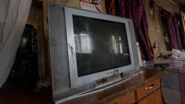 Телевизор в доме Акопджанянов в деревне Хаштарак (21 августа 2020). Тавуш - Sputnik Արմենիա