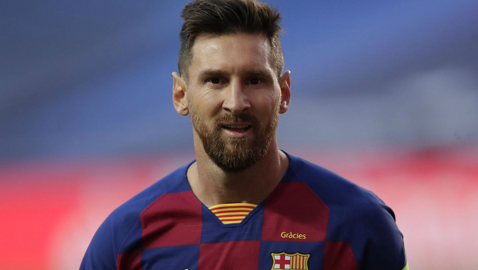Лионель Месси наблюдает за четвертьфинальным матчем Лиги чемпионов между ФК Барселона и Бавария Мюнхен на стадионе Луз (14 августа 2020). Лиссабон - Sputnik Արմենիա, 1920, 07.08.2021