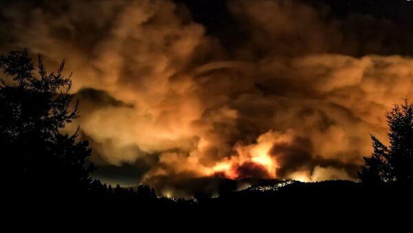 В Калифорнии объявлен режим ЧС из-за сильных пожаров - Sputnik Армения