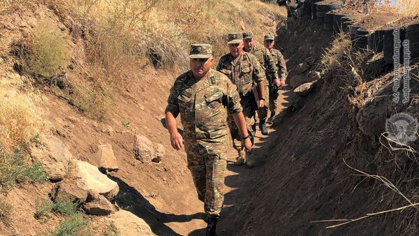 Замначальника Генштаба ВС РА Андраник Макарян посетил одну из воинских частей (22 августа 2020). Армения - Sputnik Արմենիա