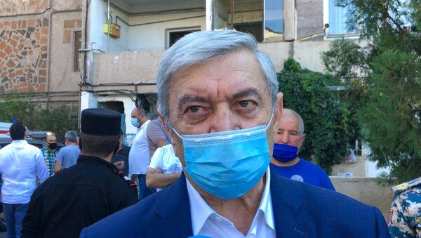 Министр по чрезвычайным ситуациям Феликс Цолакян на месте взрыва газа на улице Райниса (26 августа 2020). Еревaн - Sputnik Արմենիա