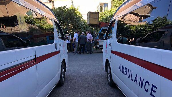 Спасатели на месте взрыва газа на улице Райниса (26 августа 2020). Еревaн - Sputnik Армения