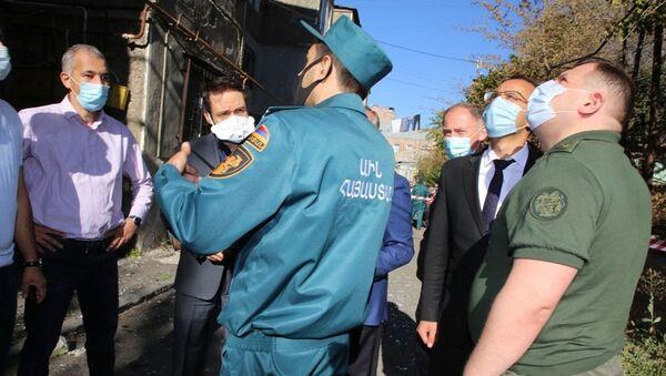 Председатель Следственного комитета Айк Григорян на месте взрыва газа на улице Райниса (26 августа 2020). Еревaн - Sputnik Армения
