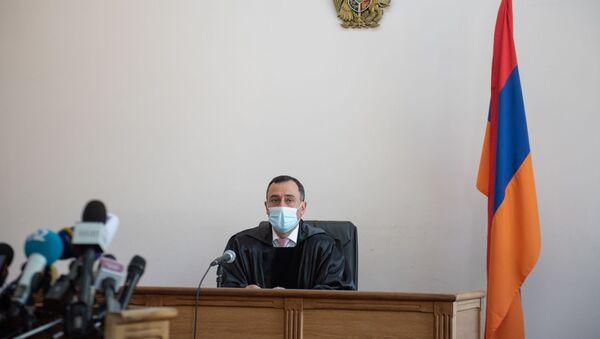 Судья Артур Мкртчян на судебном заседании по делу Гагика Хачатряна (26 августа 2020). Еревaн - Sputnik Արմենիա