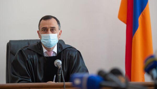 Судья Артур Мкртчян на судебном заседании по делу Гагика Хачатряна (26 августа 2020). Еревaн - Sputnik Армения