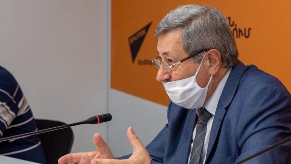 Председатель Союза отечественных товаропроизводителей Вазген Сафарян на пресс-конференции в мультимедийном пресс-центре Sputnik Армения (27 августа 2020). Еревaн  - Sputnik Армения