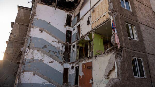 Жители обрушившегося в Ереване здания вывозят уцелевшие вещи (28 августа 2020). Еревaн - Sputnik Արմենիա
