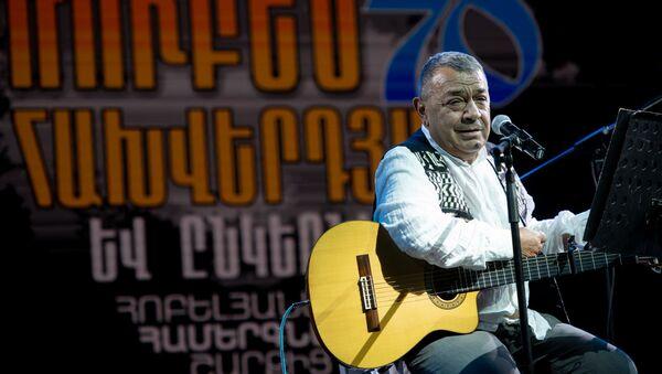 Рубен Ахвердян на концерте в честь своего 70-летия во дворе церкви Сурб Катогике (29 августа 2020). Еревaн - Sputnik Արմենիա