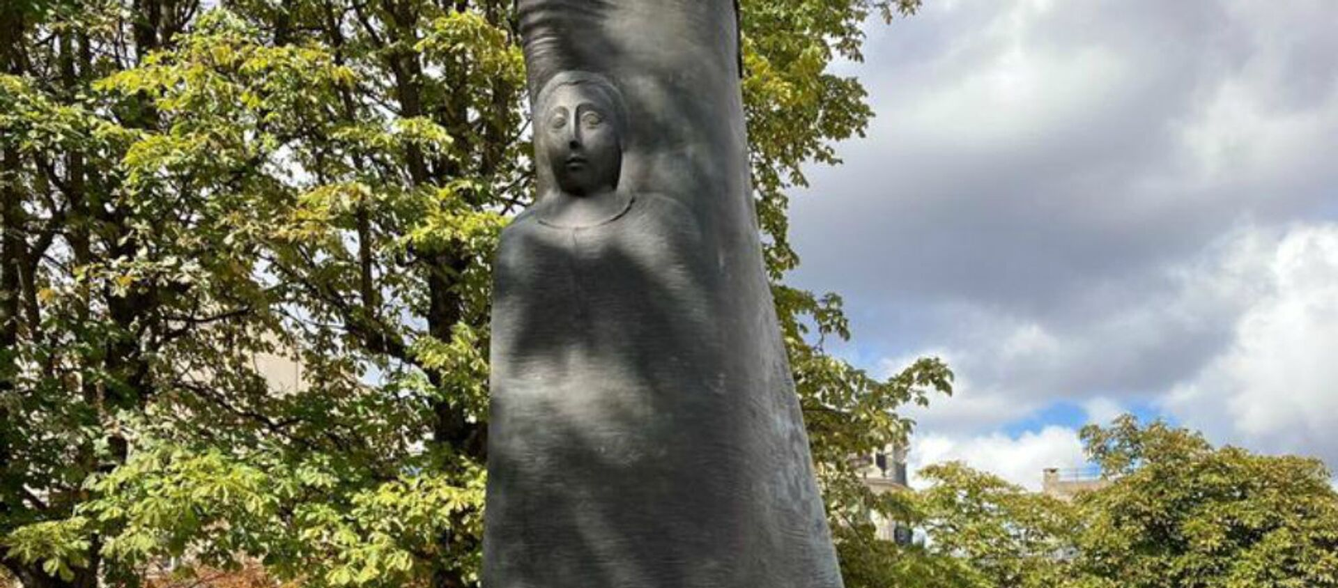 Оскверненная статуя Комитаса в Париже (30 августа 2020). - Sputnik Արմենիա, 1920, 31.08.2020