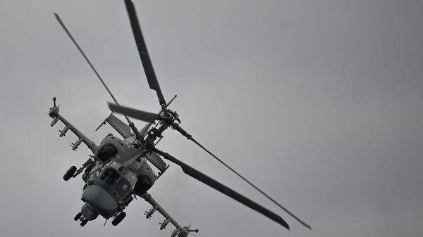 Ударный вертолет Ка-52 Аллигатор выполняет демонстрационный полет в рамках Международного форума Армия-2020 на аэродроме Кубинка в Подмосковье - Sputnik Արմենիա