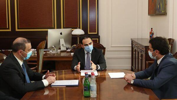 Тигран Авинян проводит консультации по кибербезопасности (2 сентября 2020). Еревaн - Sputnik Արմենիա