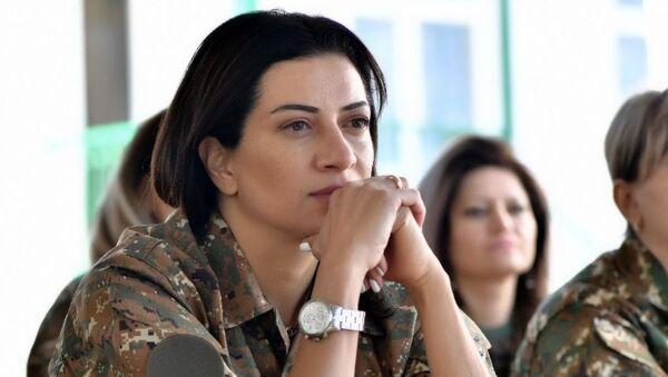 Анна Акопян прошла недельный курс боевой подготовки в одной из воинских частей НКР - Sputnik Армения