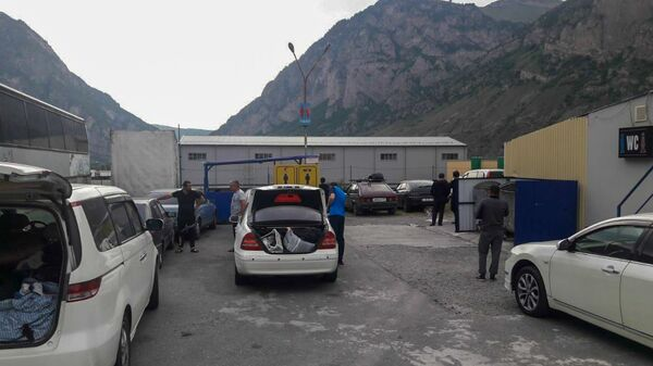 Граждане Армении, застрявшие на КПП Верхний Ларс - Sputnik Армения