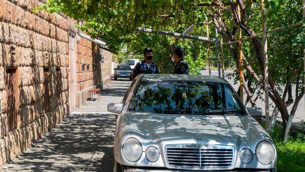 Сотрудники полиции около дома жителя города Армавира Ашота Овсепяна - Sputnik Արմենիա