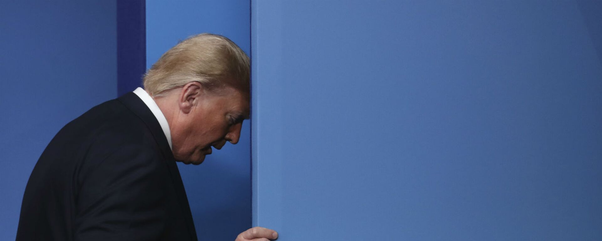 Президент США Дональд Трамп во время встречи лидеров НАТО в отеле и на курорте The Grove в Уотфорде (4 декабря 2019). Англия - Sputnik Արմենիա, 1920, 16.09.2021