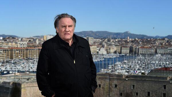 Жерар Депардье во время фотосессии второго сезона французского телешоу Марсель (18 февраля 2018). Марсель - Sputnik Армения