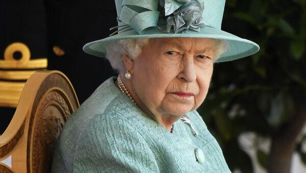 Королева Великобритании Елизавета II во время церемонии по случаю ее официального дня рождения в Виндзорском замке (13 июня 2020). Англия - Sputnik Армения