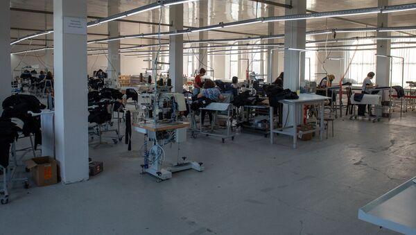 Фабрика по производству джинсов Zakaryan в Гюмри - Sputnik Армения