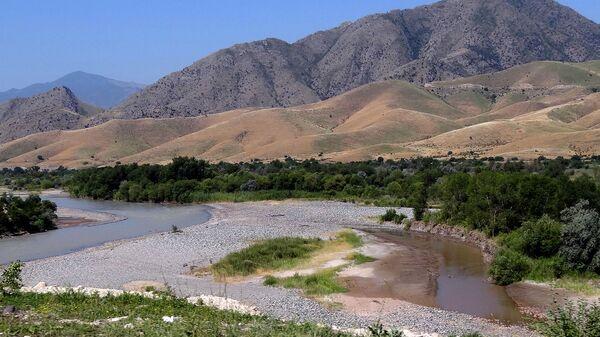 Река Аракс с границами между Карабахом, Ираном и Азербайджаном - Sputnik Армения