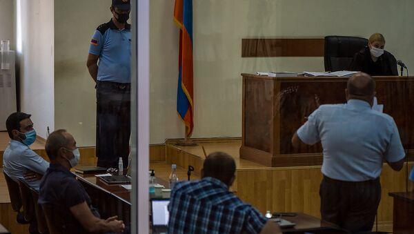 Участники судебного заседания по делу 1 марта слушают речь адвоката Айка Алумяна (8 сентября 2020). Еревaн - Sputnik Армения