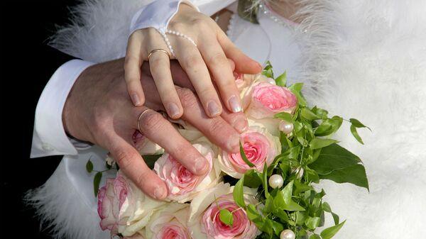 Руки жениха и невесты - Sputnik Արմենիա