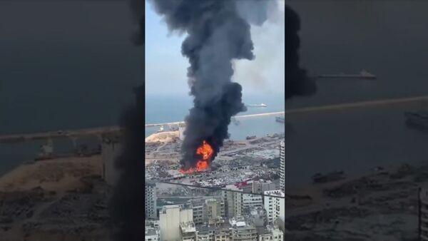В порту Бейрута вспыхнул массовый пожар - Sputnik Армения