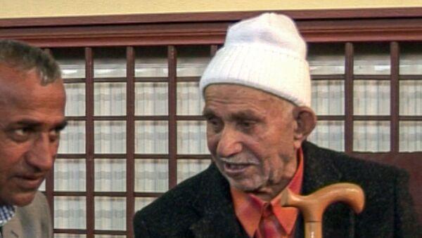 111-летний армянин из Муша Джемил с сыном - Sputnik Армения