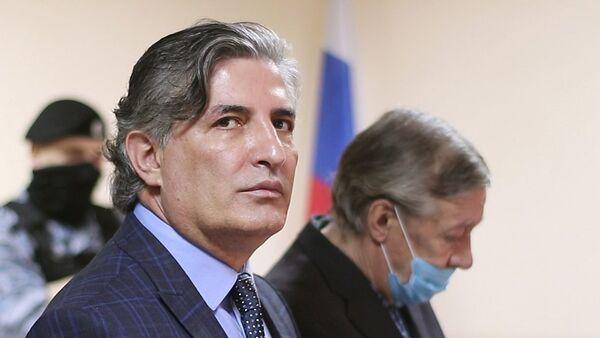 Адвокат Эльман Пашаев и его подзащитный актер Михаил Ефремов - Sputnik Армения