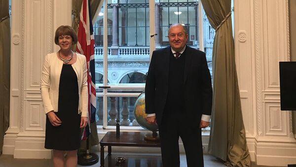 Президент Армении Армен Саркисян встретился с британским министром по делам европейского соседства и Америки Уэнди Мортон (10 сентября 2020). Лондон - Sputnik Արմենիա