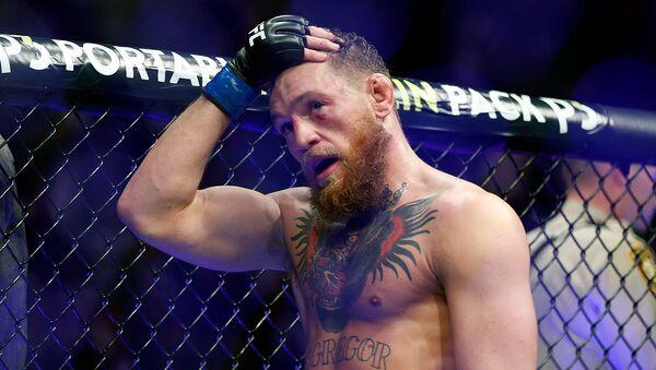 Реакция Конора Макгрегора после проигрыша Хабибу Нурмагомедову в легком титульном поединке смешанных единоборств на UFC 229 (6 октября 2018). Лас-Вегас - Sputnik Արմենիա