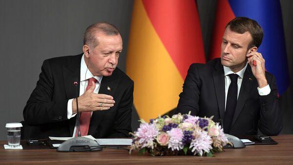 Реджеп Тайип Эрдоган и президент Франции Эммануэль Макрон  - Sputnik Армения