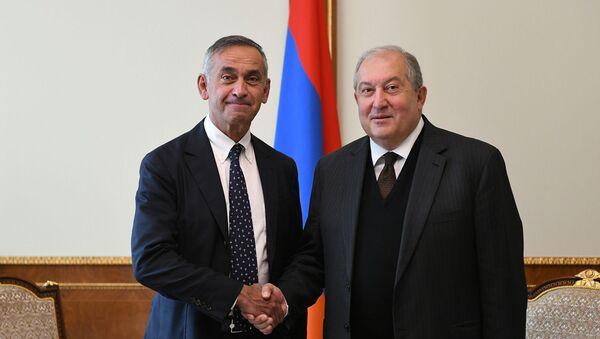 Президент Армении Армен Саркисян встретился с лордом Ара Дерзи (14 сентября 2020). Лондон - Sputnik Արմենիա