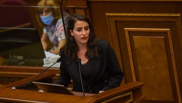 Выступление депутата от фракции Просвещенная Армения Анны Костанян на очередном заседании Национального собрания Армении (16 сентября 2020). Еревaн - Sputnik Արմենիա