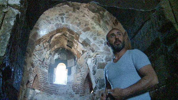 Фердин из Баязета в церкви Сурб Хач на острове Ахтамар - Sputnik Армения