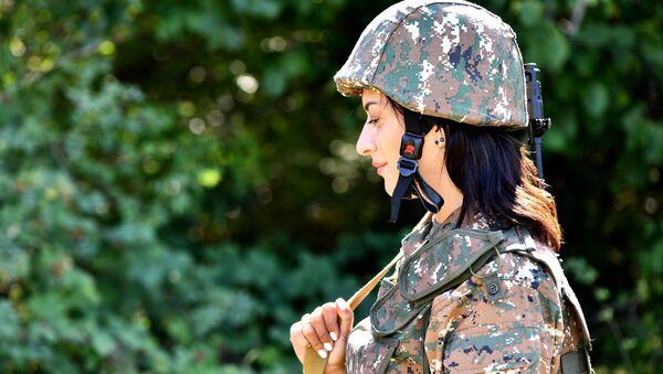 Анна Акопян во время военных курсов по приобретению военных навыков (август 2020). Карабах - Sputnik Արմենիա