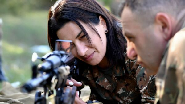 Анна Акопян во время военных курсов по приобретению военных навыков (август 2020). Карабах - Sputnik Армения