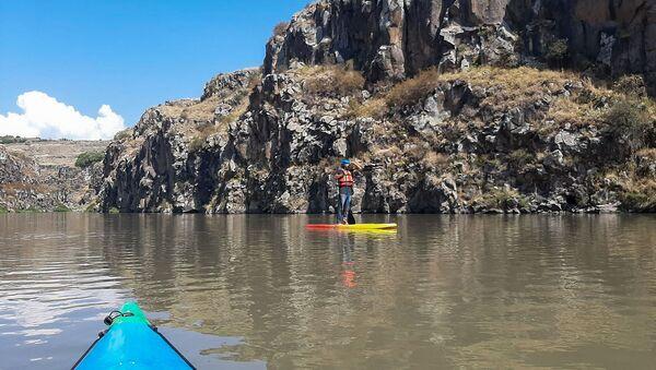 Любители экстремального туризма в ущелье реки Ахурян  - Sputnik Армения