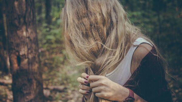 Женщина в лесу - Sputnik Армения