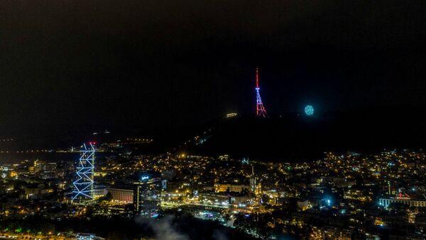 В Тбилиси телевышка окрасилась в цвета национального флага Армении - Sputnik Армения