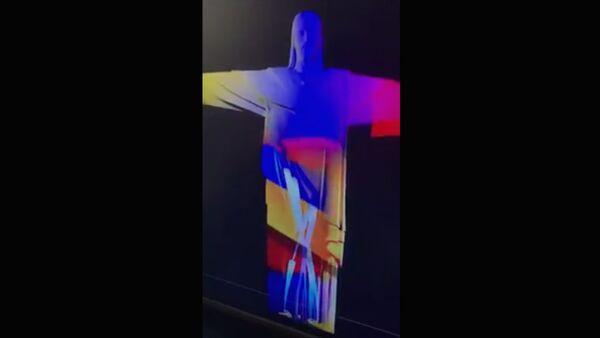 Знаменитая статуя Иисуса Христа в Рио-де-Жанейро окрасилась сегодня в цвета армянского триколора - Sputnik Армения