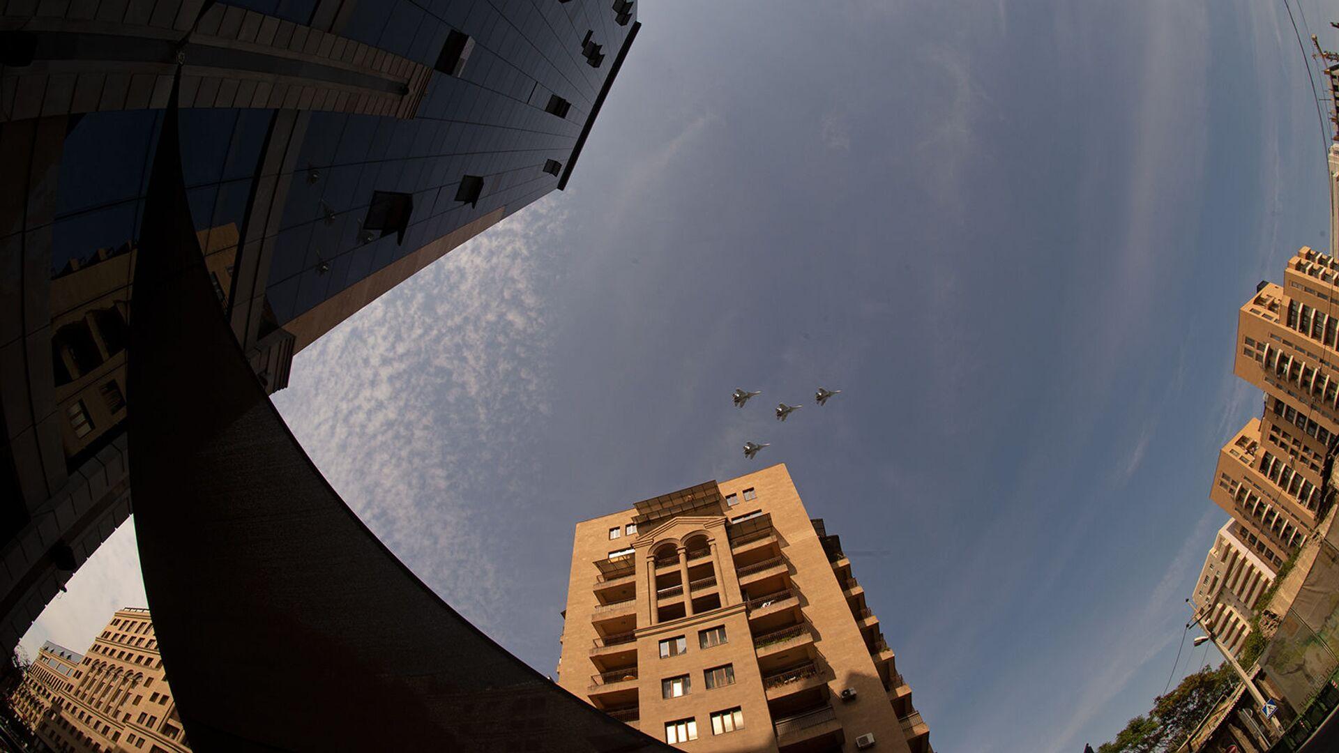Пролет армянских истребителей в День Независимости (21 сентября 2020). Еревaн - Sputnik Արմենիա, 1920, 17.09.2021