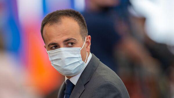 Министр здравоохранения Арсен Торосян перед началом церемонии награждения в честь Дня Независимости Армении (21 сентября 2020). Еревaн - Sputnik Армения