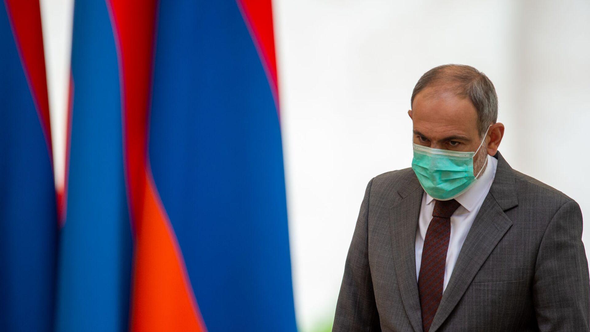 Премьер-министр Никол Пашинян перед началом церемонии награждения в честь Дня Независимости Армении (21 сентября 2020). Еревaн - Sputnik Армения, 1920, 20.09.2021