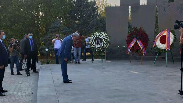 Серж Саргсян по случаю Дня Независимости посетил воинский пантеон Ераблур (21 сентября 2020). Еревaн - Sputnik Արմենիա