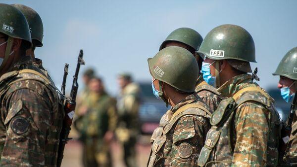 Армянские и российские военнослужащие разыгрывают боевые тактические действия в рамках стратегического командно-штабного учения «Кавказ-2020» на высокогорном полигоне «Алагяз» в Армении (24 сентября 2020). - Sputnik Армения