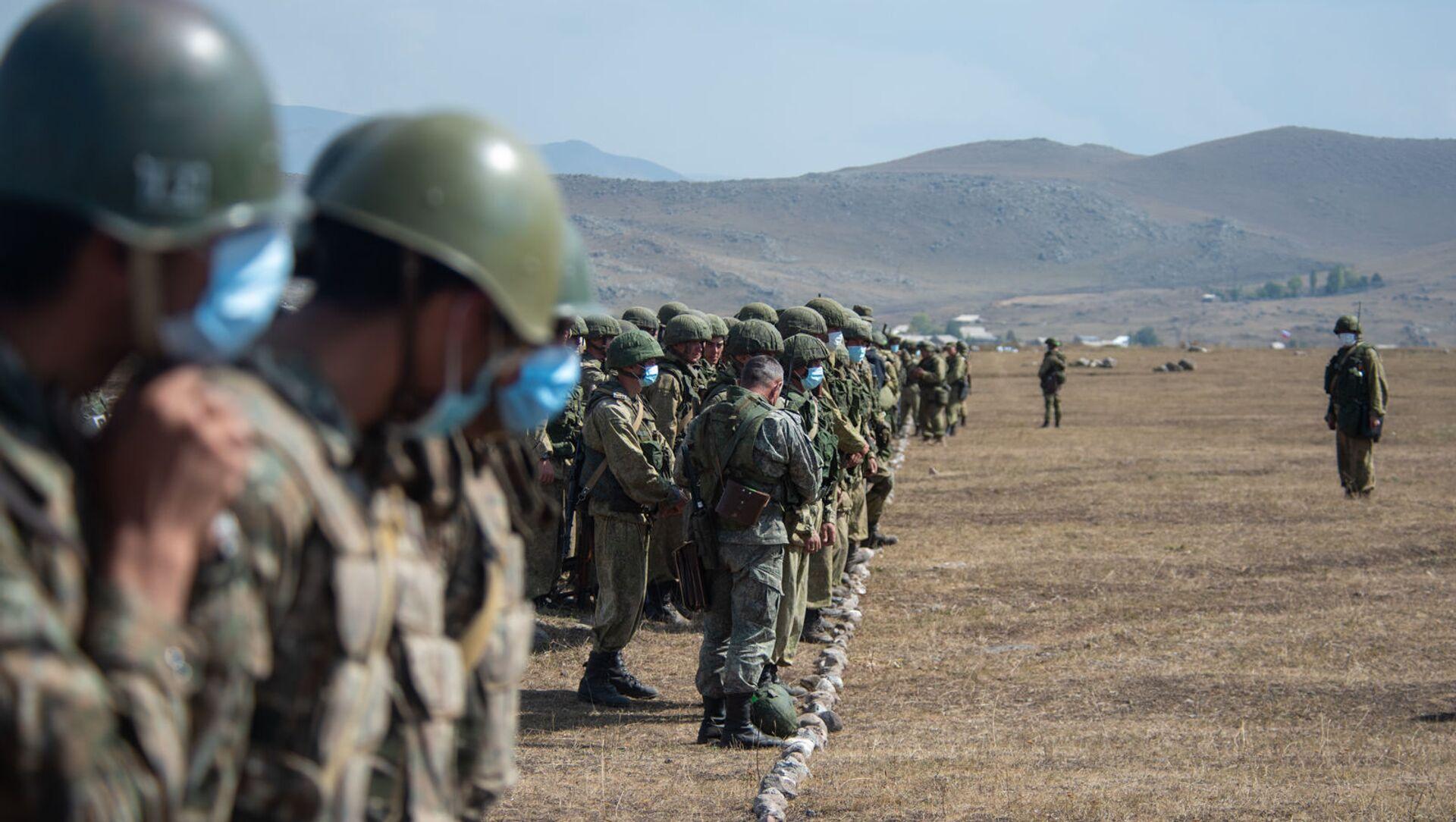 Армянские и российские военнослужащие разыгрывают боевые тактические действия в рамках стратегического командно-штабного учения «Кавказ-2020» на высокогорном полигоне «Алагяз» в Армении (24 сентября 2020). - Sputnik Արմենիա, 1920, 20.08.2021