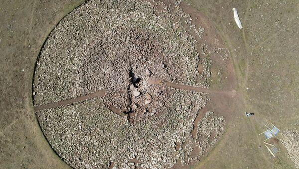 Могильный курган в Сюникской области Армении - Sputnik Արմենիա