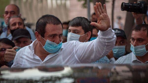 Гагик Царукян выходит из зала суда, где проходило слушание по его делу (25 сентября 2020). Еревaн - Sputnik Армения