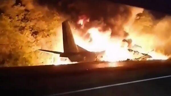 Горящий военный самолет Ан-26 после крушения в городе Чугуев недалеко от Харькова (25 сентября 2020). Украина - Sputnik Արմենիա