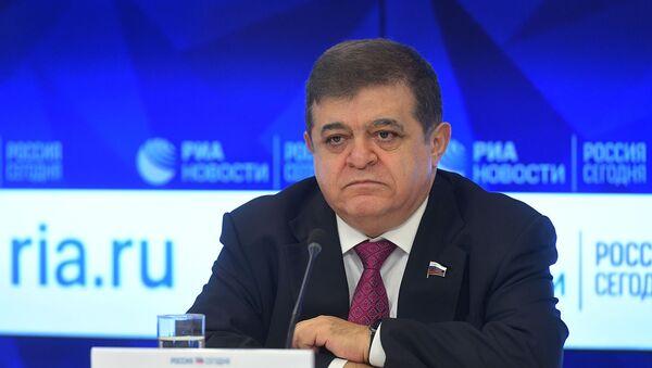 Первый заместитель председателя комитета Совета Федерации по международным делам Владимир Джабаров во время пресс-конференции (25 февраля 2019). Москвa - Sputnik Армения